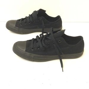 Converse unisex sneakers size 7/9
